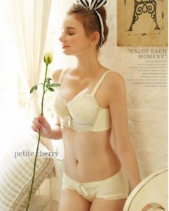 This soft cream bra and underwear set is so dreamy! I've always preferred soft colors; they're so romantic!