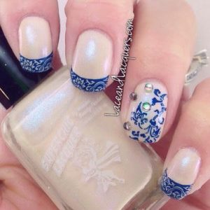 The blue lace on these nails is so different and refreshing!