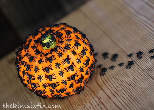 These 16 Dollar Store Halloween Decor Ideas Are To Die For! So adorable yet affordable!