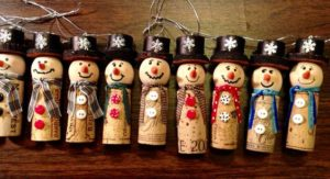 These 11 Christmas Wine Cork Crafts Are DIYs You Don't Wanna Miss! From decor to gift labels, who knew cork screws were so useful?