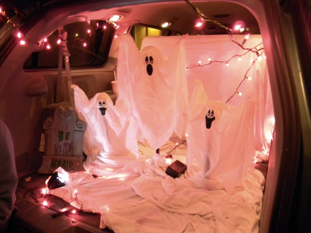 Spooky Ghost Trunk or Treat Idea