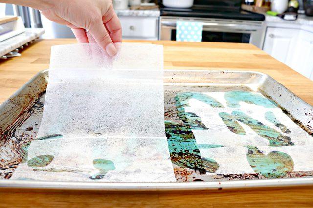 Dirty Sheet Pan DIY Cleaning Hack