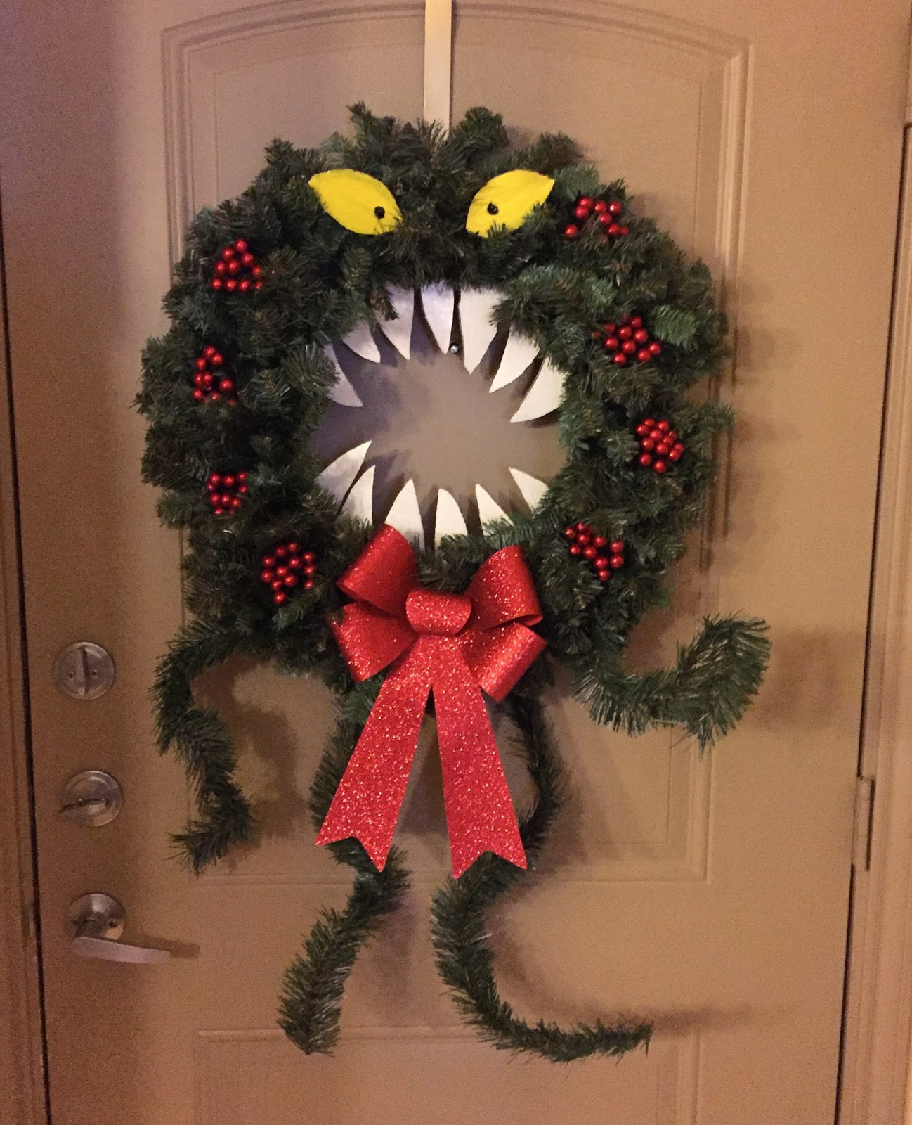 15 adorable halloween wreath diy ideas thatre beyond easy nightmare before christmas diy halloween wreath solutioingenieria Gallery