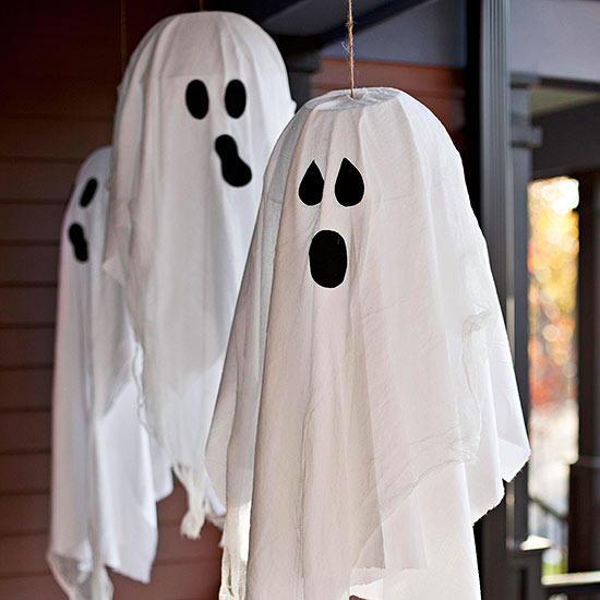 Adorable Hanging Ghosts DIY