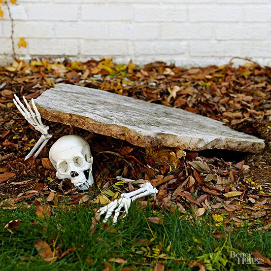Skeleton Escaping from the Ground DIY